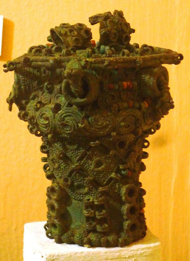 Intricate_bronze_ceremonial_pot,_9th_century,_Igbo-Ukwu,_Nigeria
