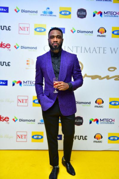Praiz-on-the-Yellow-Carpet.jpg